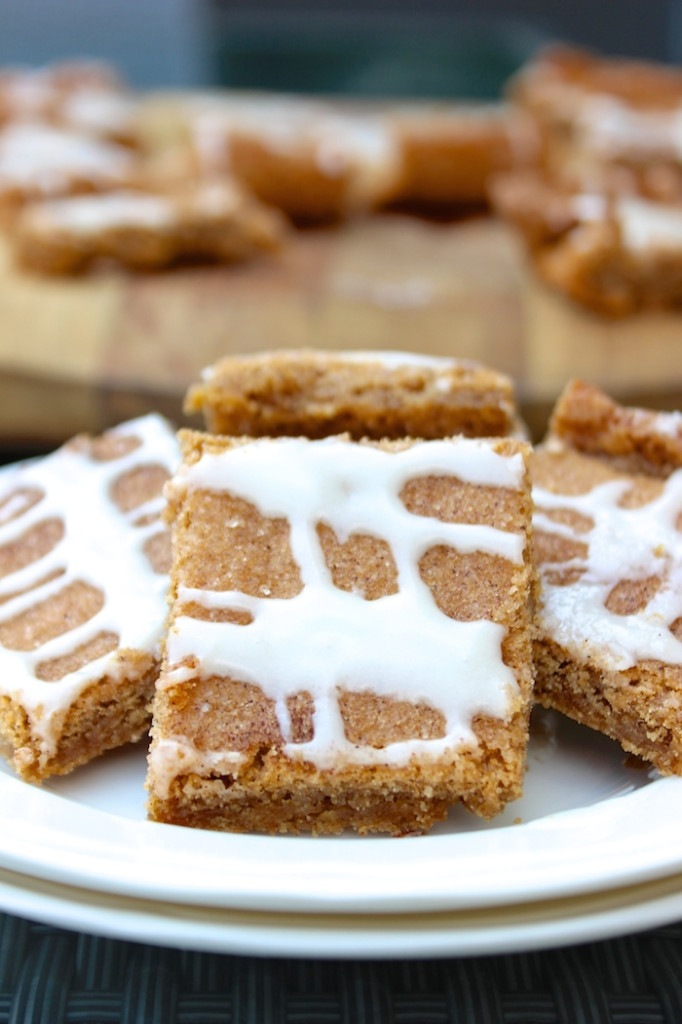 easy cinnamon roll blondies