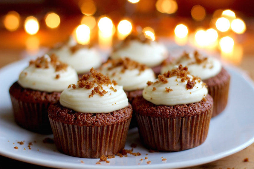 All the warm flavors of December into one bitesize cupcake. These gingerbread cupcakes with cream cheese icing are perfect for the holiday season.