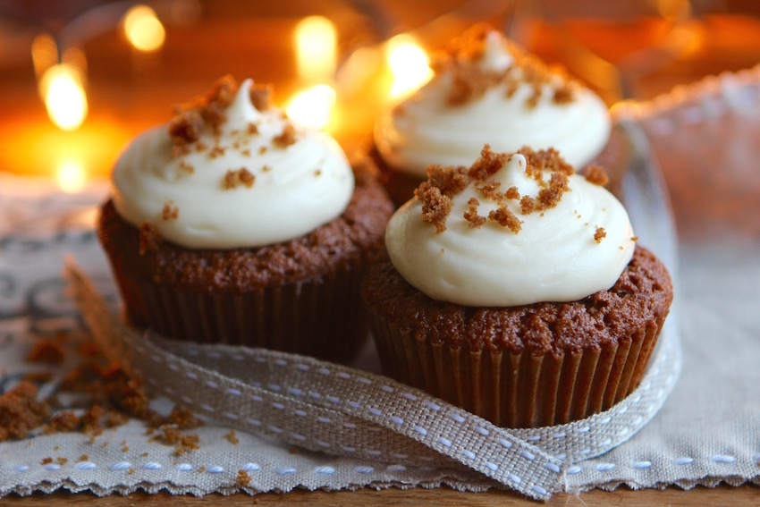 All the warm flavors of December packed into one bitesize cupcake. These gingerbread cupcakes with cream cheese icing are perfect for the holiday season.
