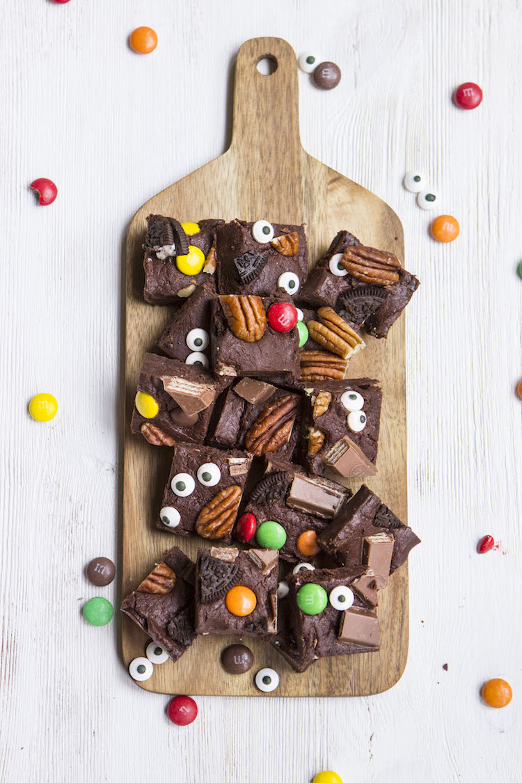 This 5-minute microwave fudge made just for Halloween is guaranteed to be a hit at your next Halloween party. Scary never tasted this sweet.
