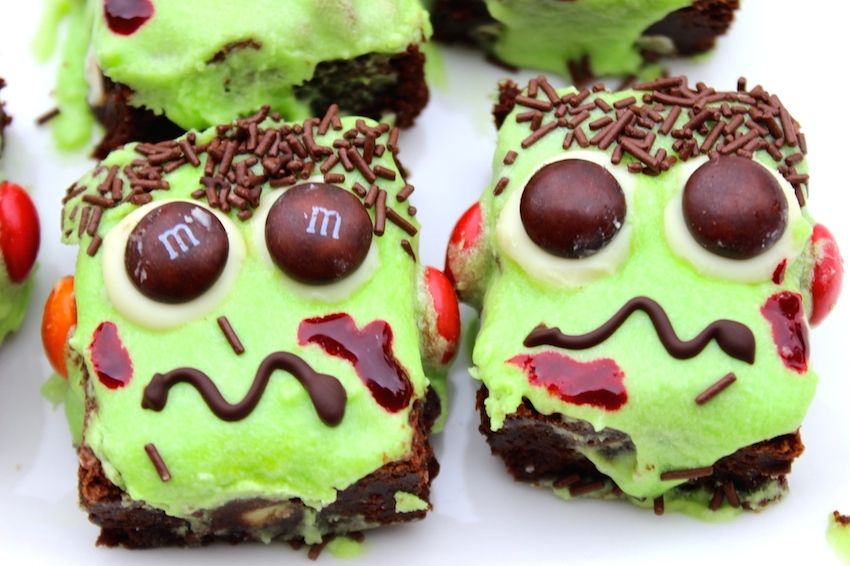 These super cute Frankenbrownies are so easy to make- perfect for this year's Halloween festivities!
