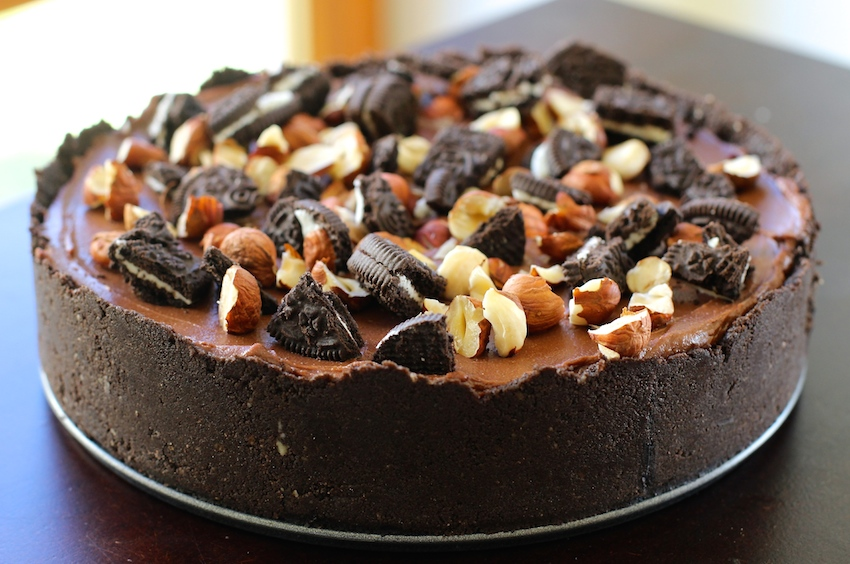 No-Bake Nutella and Oreo Chocolate Cheesecake- perfect for die hard Nutella fans!