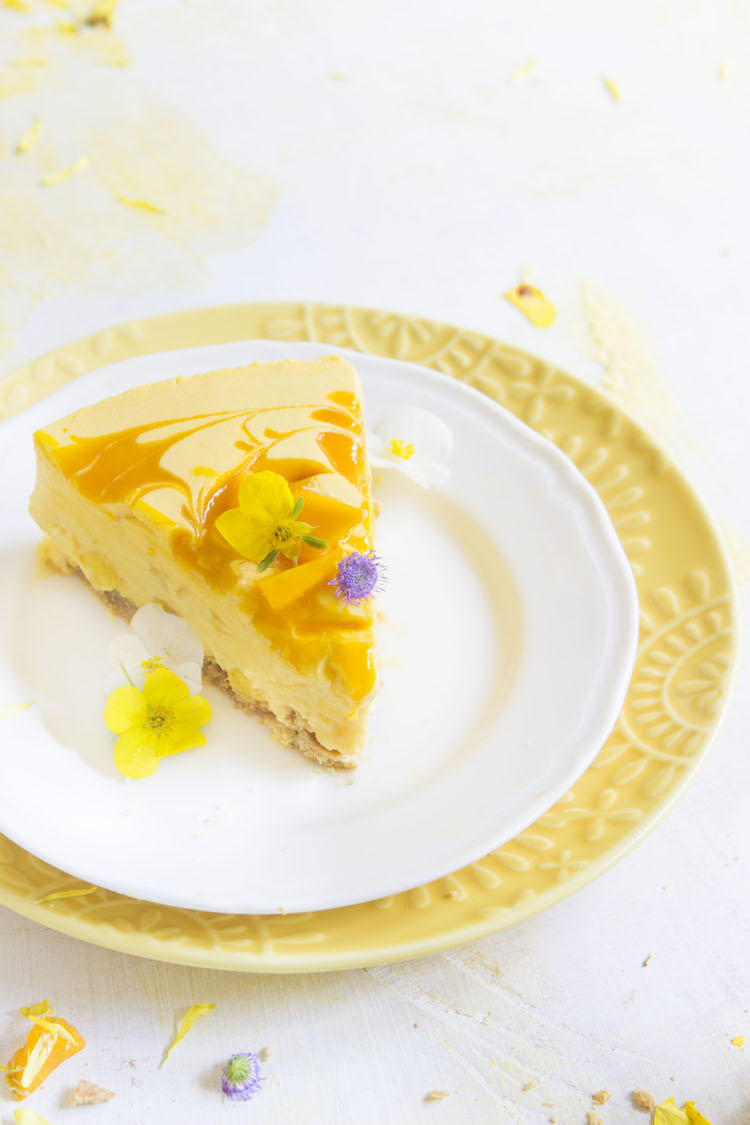 No-Bake Mango Cheesecake - A Mango Lover's paradise- this refreshing summer dessert is packed with mangoes and doesn't require any baking. #hotchocolatehits #mango #nobake