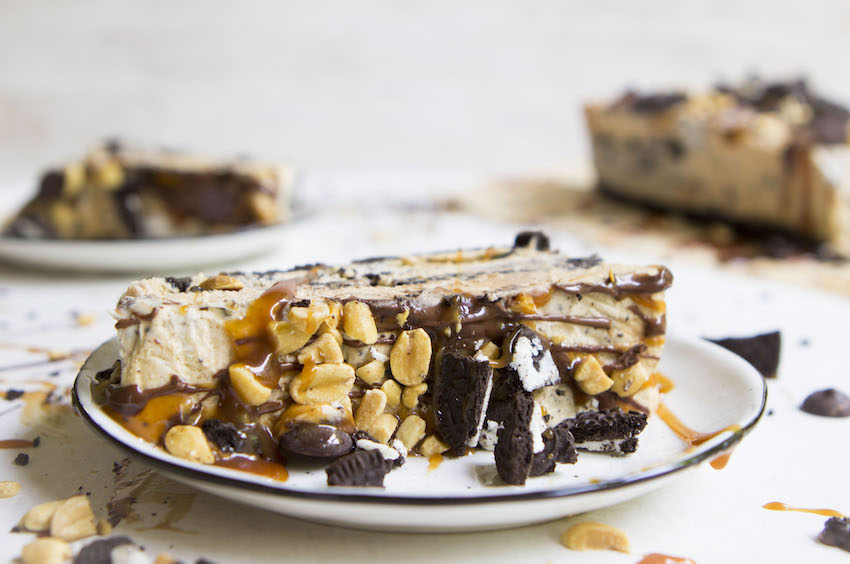 Easy no-churn ice cream cake from scratch!