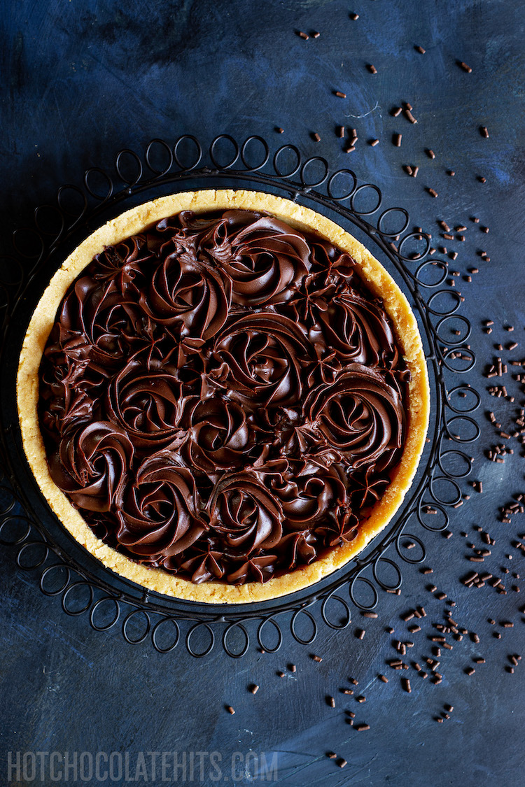 the no-bake chocolate tart from birds eye view
