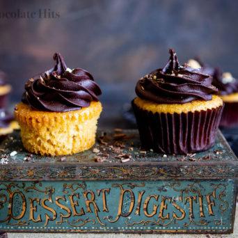 Fluffy Vanilla Cupcakes (Eggless and Optionally Vegan)